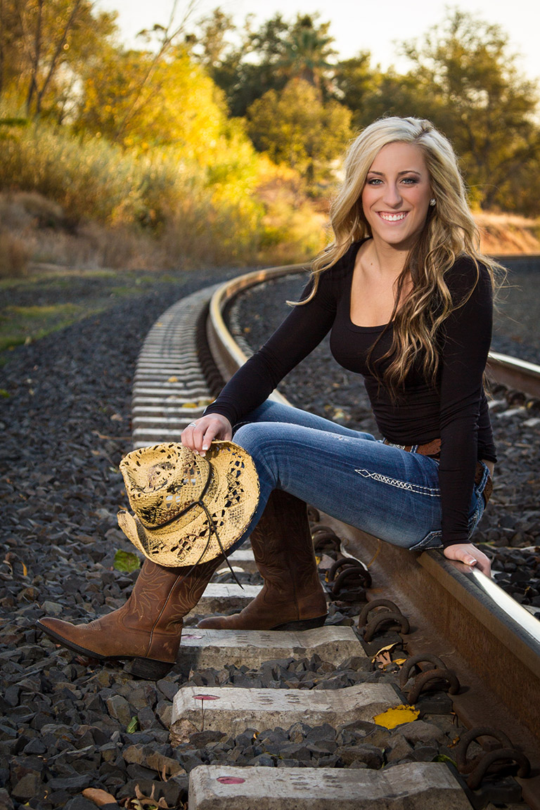 Western style High School Senior Photos. Cowgirl.